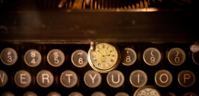 zegar i maszyna do pisania